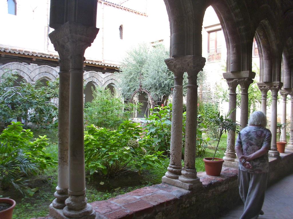 Palermo Magione Kreuzgang