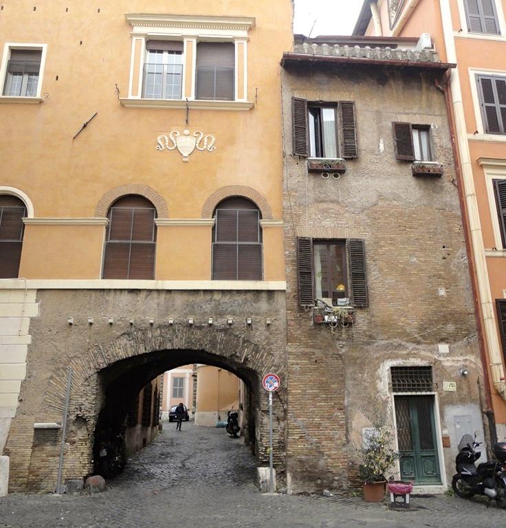 Trastevere Arco Tolomei