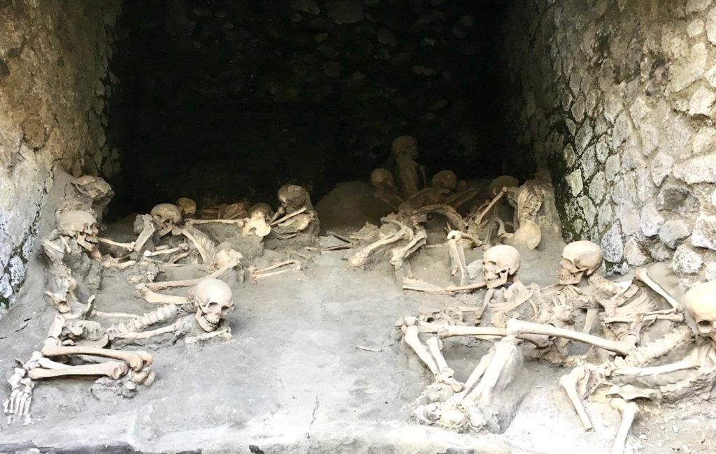 Herkulaneum, Skelette aus dem Bootshaus am Hafen