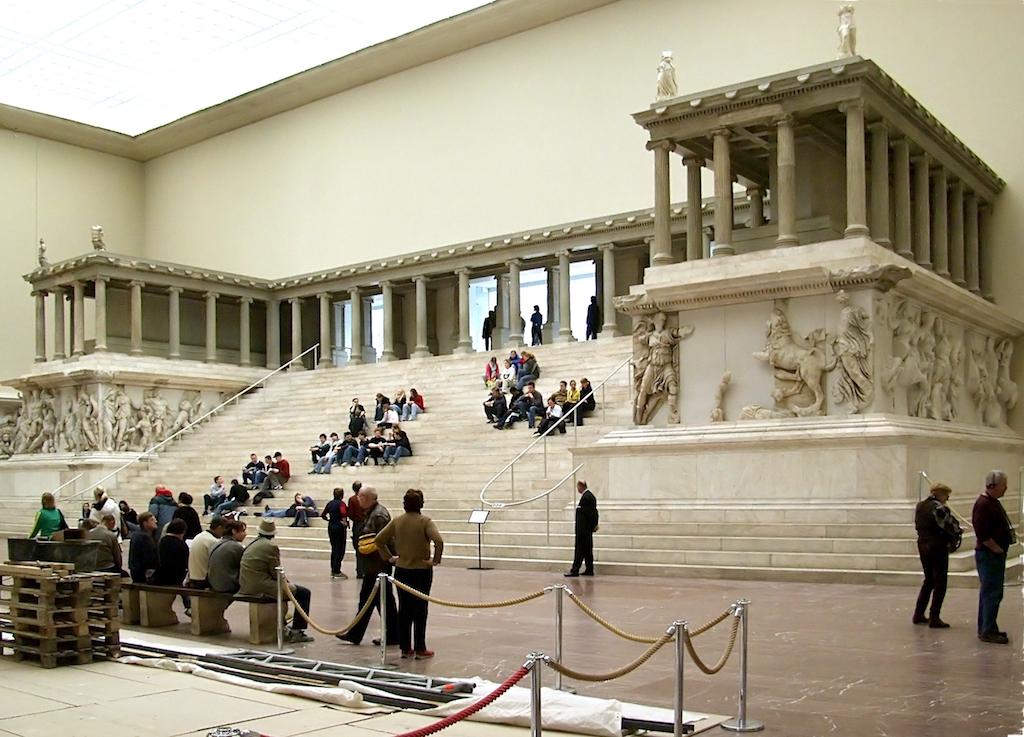 Pergamonmuseum Pergamonaltar2